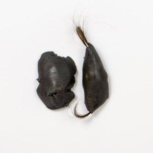 atribu |6x8cm et 4x13cm | grès noir émaillé | cheveux | 2016