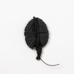 atribu | 9x16cm | grès noir | cuir | 2016
